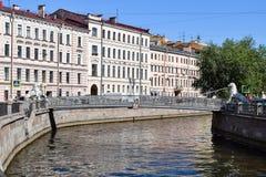 Lion Bridge Der Griboyedov-Kanaldamm Stockbilder