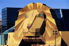 Lion célèbre au casino et à l'hôtel de MGM Image libre de droits
