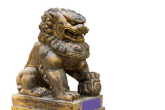 Lion chinois dans le temple thaïlandais d'isolement sur le fond blanc Photos stock