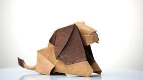Lion d'origami sur le fond blanc images libres de droits