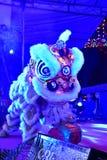 Lion Dance cultural em Illuminence Foto de Stock Royalty Free