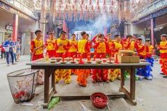Lion Dance del sud a cerimonia di apertura dell'occhio, pagoda di signora Thien Hau, Vietnam Immagine Stock