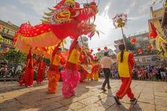 Lion Dance del sud a cerimonia di apertura dell'occhio, pagoda di signora Thien Hau, Vietnam fotografia stock