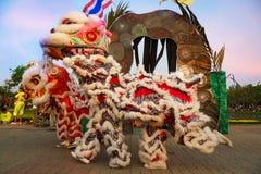Lion Dance en una celebración china del ` s del Año Nuevo Imagen de archivo