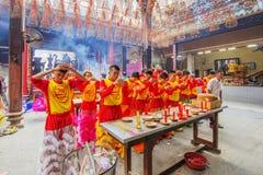 Lion Dance meridional en la ceremonia de inauguración del ojo, pagoda de señora Thien Hau, Vietnam Imagen de archivo