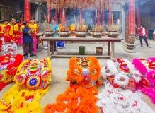 Lion Dance meridional en la ceremonia de inauguración del ojo, pagoda de señora Thien Hau, Vietnam Imágenes de archivo libres de regalías