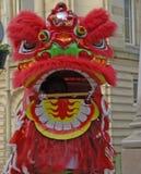 Lion Dancers en la celebración del Año Nuevo chino en Blackburn Lancashire Fotos de archivo