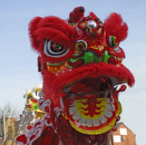 Lion Dancing Chinese New Year berömmar i Blackburn England arkivfoto