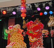 Lion Dancing Chinese New Year berömmar i Blackburn England royaltyfria foton