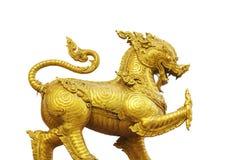 Lion dans l'isolat de temple sur le fond blanc Image stock