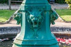 Lion de fontaine d'eau Images stock