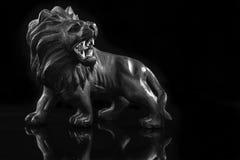 Lion en bois Images libres de droits