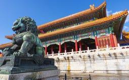 Lion en bronze images libres de droits
