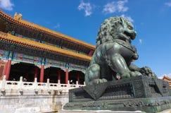 Lion en bronze photographie stock