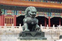 Lion en bronze royal de la Chine Photographie stock