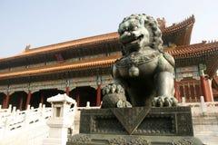 Lion en pierre Images libres de droits