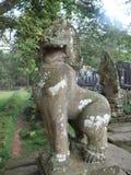 Lion et Naga dans le temple de Bayon du complexe de wat d'Ankor Image stock