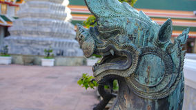 Lion Guardian em, templo de Wat Phra Chetupon Vimolmangklararm Wat Pho, Tailândia imagem de stock