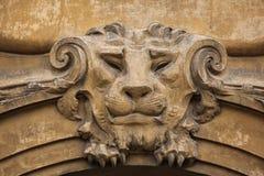 Lion Head Mascaron drôle sur le bâtiment d'Art Nouveau Photo libre de droits