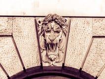 Lion Keystone slut upp horisontal arkivbild