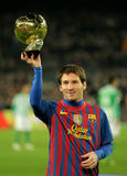 Lion Messi supportent sa bille d'or Photographie stock
