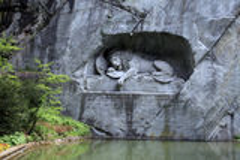 Lion Monument (Löwendenkmal) in park (Luzerne, Zwitserland), Royalty-vrije Stock Afbeeldingen