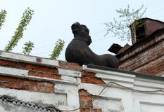 A lion over an arch leading to the courtyard of the merchants` house Morozov on the Socialist Avenue in Barnaul. BARNAUL, RUSSIA - MAY 10, 2017:A lion over an Royalty Free Stock Images