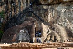 Lion Platform på Sigiriya vaggar i Sri Lanka Royaltyfria Foton