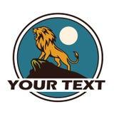Lion Roaring Under de Maan Logo Vector-illustratie Stock Afbeeldingen