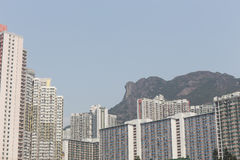 Lion Rock e Wong Tai Sin Estate em Hong Kong Imagem de Stock Royalty Free