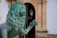 Lion Sculpture de Hercules Fountain em Socorro Square imagens de stock royalty free