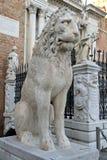 Lion Sculpture en el arsenal veneciano, Venecia foto de archivo