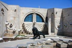 Lion Sculpture och kaskad i Yerevan Armenien Arkivbild