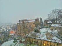 Lion stary miasteczko w momencie śnieżny spadek, Lion stary miasteczko, Francja Zdjęcie Stock