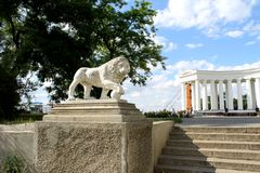 Lion statue and collonade in Odessa Stock Photo