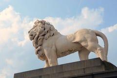 Lion Statue dichtbij in Londen Stock Afbeeldingen