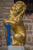 Lion Statue At Muiderslot Castle de oro Muiden los Países Bajos foto de archivo libre de regalías