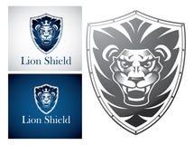 Lion sur un bouclier Photographie stock