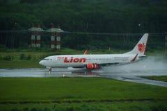 Lionair dróg oddechowych samolot, Boeing 739, Ląduje przy krabi airpo Fotografia Royalty Free