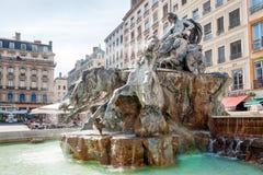 LIONE, FRANCIA - 19 MAGGIO: Simbolo della città, fontana famosa di Bartholdi sul quadrato di Terreaux Fotografie Stock