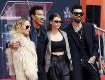 Lionel Richie, Nicole Richie, Sofia Richie y Miles Richie imagen de archivo libre de regalías