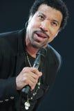 Lionel Richie som direkt utför på O2en i London Fotografering för Bildbyråer