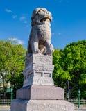 Lions chinois et x22 ; Chi Tza& x22 ; sur le remblai de Petrovskaya Image stock