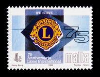 Lions Club emblem, 75th Anniv av internationella anslutningar av serie för lejonklubbor circa 1993 Royaltyfri Foto