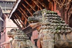 Lions en pierre dans Patan Image libre de droits