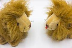 Lions pelucheux de poupées Photos libres de droits