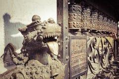 Lions, symboles de puissance et protection, dans le temple de Bhaktapur, Photos stock