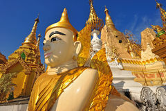 Lionskulptur i Yangon, Myanmar Royaltyfri Foto