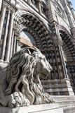 Lionstaty av den Sanktt Lorenzo kyrkan Arkivbilder