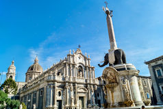 Liotru y catedral en Catania, Sicilia Foto de archivo libre de regalías